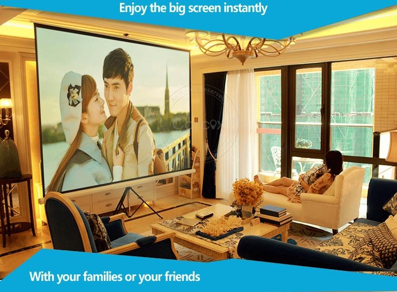 Chiếu phim tại phòng khách