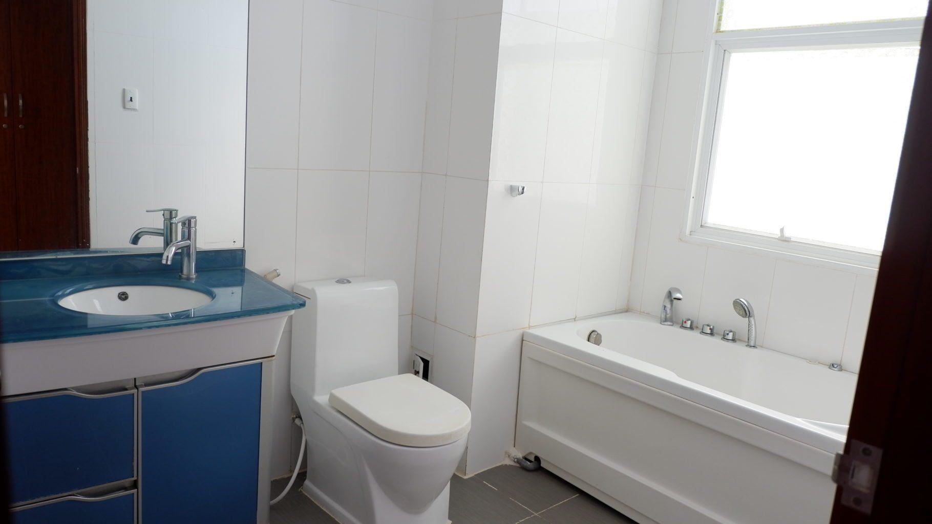 toilet cua biet thu vung tau ali 9 duoc dat trong phong nen rat tien loi, sach se.