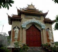 Mat truoc cua chua Ho Phap