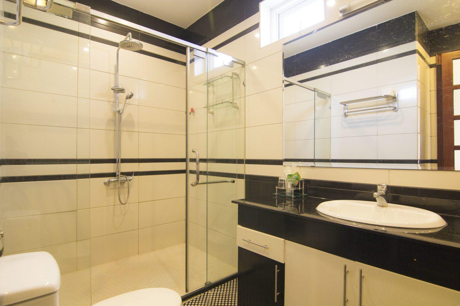 Phong ngu sang trong va toilet rieng dang cap biet thu Vung Tau Ali8B