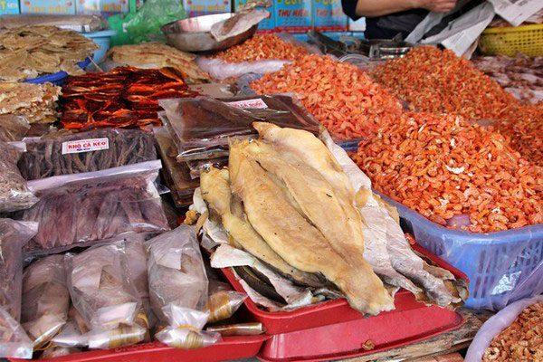 Hình ảnh Khám phá khu chợ Bến Đình Vũng Tàu đầy ắp hải sản 5